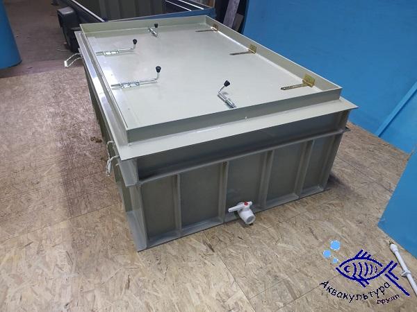 Ёмкость для перевозки рыбы объёмом 1,35 м3 с боковым люком