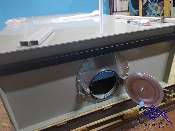Ёмкость для перевозки рыбы объёмом 3 м3 с боковым люком